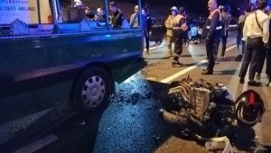 Cenaze aracına motosiklet arkadan çarptı