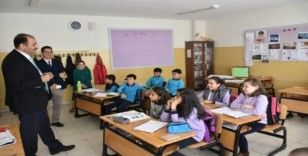 Milli Eğitim Müdürü Gün, ilçe okullarında incelemede bulundu
