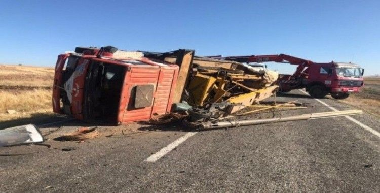 Siirt'te kamyon devrildi, 1 yaralı
