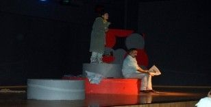 'Açık Aile' oyunu Didim'de sahnelendi