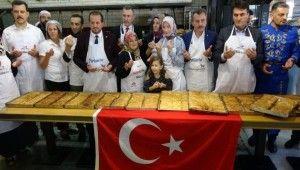 Bursalı börekçiden sınırdaki askerlere 250 kilogram kol böreği