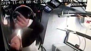 Beşiktaş'taki otobüs dehşetinde şoförün kamerayı bozduğu anlar kamerada