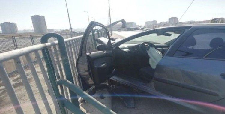 Kontrolünü kaybeden sürücünün kullandığı araç kanala uçmaktan son anda kurtuldu