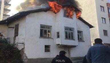 Tarihi Ankara evi alevlere teslim oldu