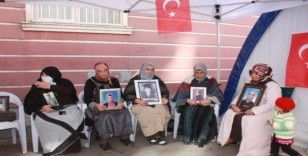 HDP önündeki ailelerin evlat nöbeti 71'inci günde