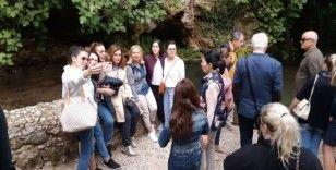Sındırgı yabancı turistlerin ilgisini çekiyor