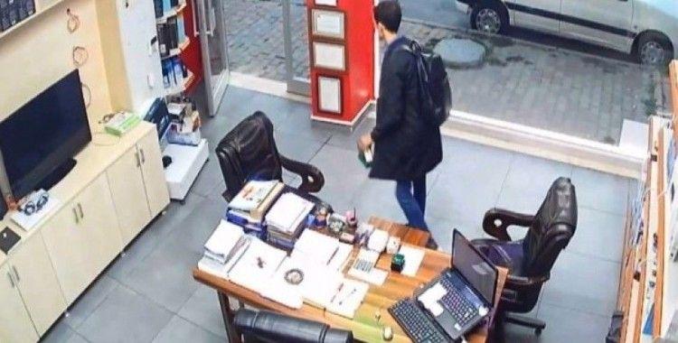 (Özel) Arnavutköy'de sadaka kutusunu çalan hırsız kameralara yakalandı