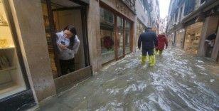 Şiddetli yağışlar Venedik'i vurdu, 2 ölü