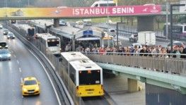 Metrobüs yoğunluğu dikkat çekti