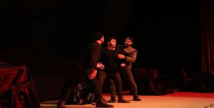 Tiyatro severler Gebze Kültür Merkezi'nde buluştu