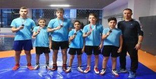 Aliağalı genç güreşçiler başarıya doymuyor