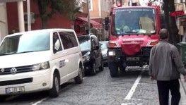 Otomobilin motoruna sıkışan kediyi itfaiye ekipleri kurtardı