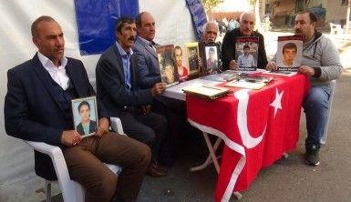 HDP önünde eylem yapan annelere öğretmenlerden destek