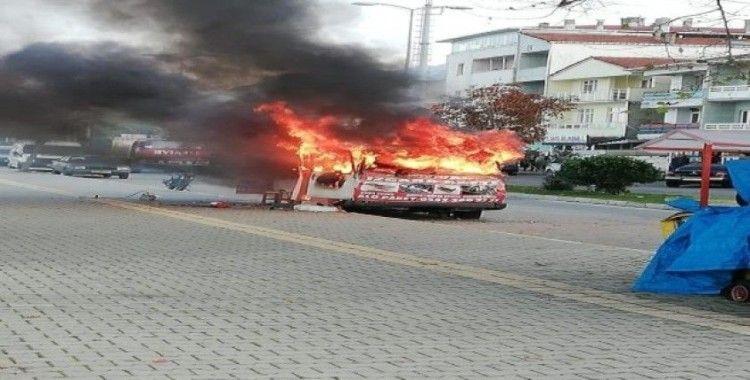 Tüpü patlayan köfte karavanı alev alev yandı