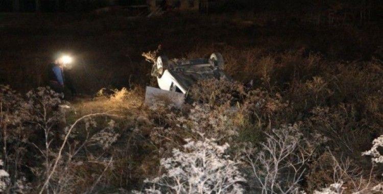 Başkent'te virajı alamayan otomobil boş araziye uçtu: 4 yaralı