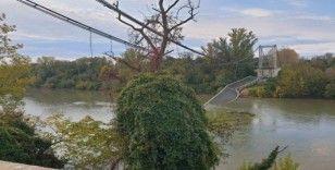 Fransa'da köprü çöktü, 1 ölü