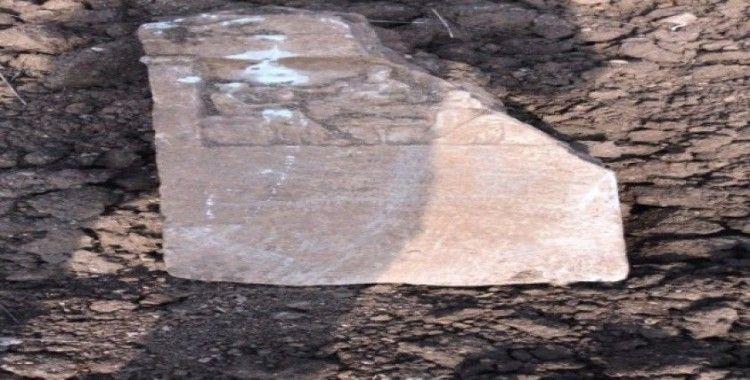 Pulluğuna takılan taş tarihi eser çıktı