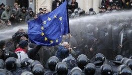 Gürcistan polisinden eylemcilere müdahale