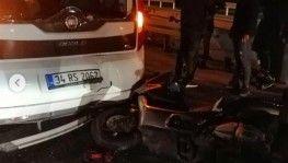 Motosiklet sürücüsü, zincirleme kazaya karışan araca çarptı