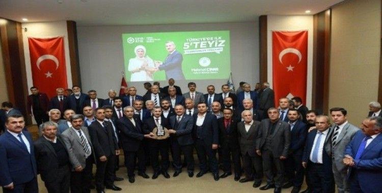 Başkan Çınar, ödüllü projelerini muhtarlara anlattı