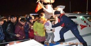 İzmir sahillerinde 54'ü çocuk 117 göçmen yakalandı