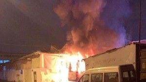 Güngören'de servis minibüsü alev alev yandı