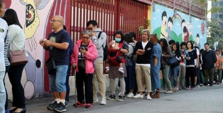 Hong Kong'da seçimlere rekor katılım