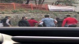 İstanbul'da feci ölüm sonrası tekme ve tokatlı kavga kamerada
