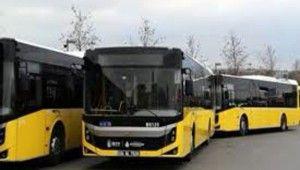 Şoför kavgayı ayırmayanlara kızdı, otobüsü durdurdu