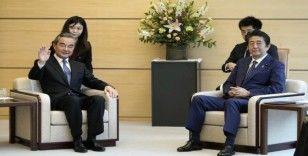 Japonya Başbakanı Abe, Çin Dışişleri Bakanı Wang ile görüştü