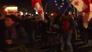 Gürcistan'da seçim protestosu devam ediyor