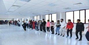 DÜ'de salsa dans atölyesi