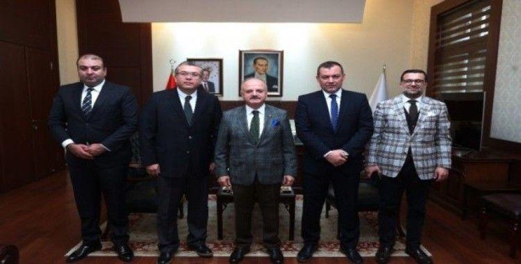 Eskişehirspor'un yeni yöneticileri Vali Çakacak'ı ziyaret etti