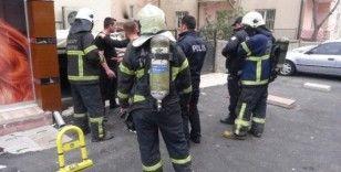 Aksaray'da 4 katlı binada yangın paniği