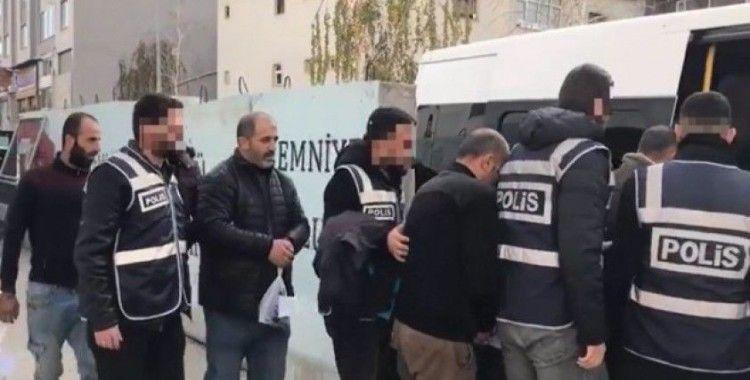 Van'da aranan 12 kişi yakalandı