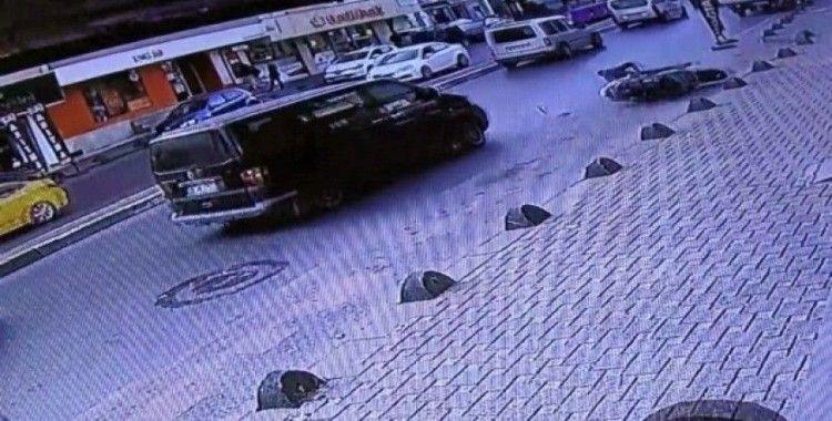 (Özel) Minibüsün çarpmasıyla motosikletlinin metrelerce sürüklendiği anlar kamerada