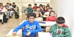 İngilizce öğrenmek aile merkezlerinde çocuk işi