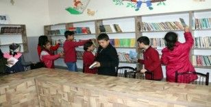 60 yıllık okul kütüphaneye kavuştu