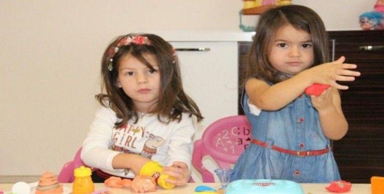 Minik Maya ve Lara tam 6 dil biliyor, görenler hayrete düşüyor