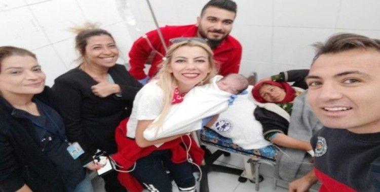 """(Özel) Tel Abyad Hastanesinde doğdu, adı """"Barış"""" oldu"""