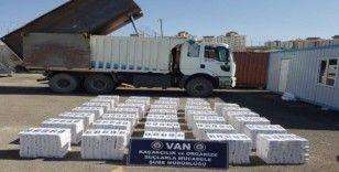 Van'da 163 bin paket kaçak sigara ele geçirildi