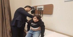 """Dünyanın birçok ülkesinde """"ölür"""" denilen çocuk, Türkiye'de yapılan ameliyatla hayata tutundu"""