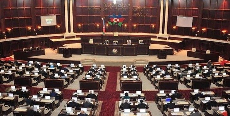 Azerbaycan'da iktidar partisi meclisi feshetmek için harekete geçti