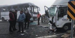 Sarıkamış'ta zincirleme trafik kazası: 20 yaralı