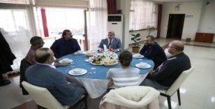 ASÜ Rektörü Şahin, unvanda yükselen akademisyenlerle buluştu