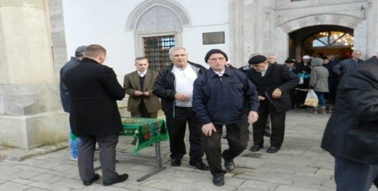 Kosova'da, Arnavutluk depremi kurbanları için cuma hutbesi