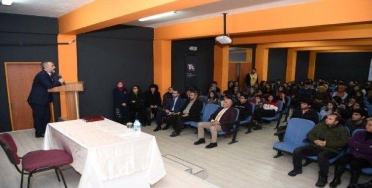 Rektör Savaşan, 'Kariyer Günü' etkinliğinde liseli öğrencilerle buluştu