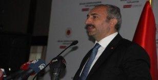 Adalet Bakanı Gül: 'Birçok Hukuk Fakültesinin kapatılacağına ya da kontenjanlarını dolduramayacağına inanıyorum'