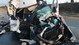 Bursasporlu tarafları taşıyan minibüs kaza yaptı