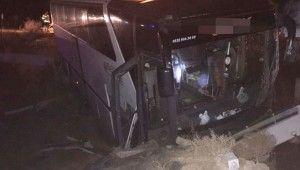 Bursaspor taraftarlarını taşıyan otobüs kaza yaptı